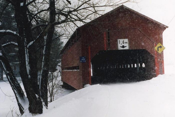 Adamsville covered bridge in the Eastern Townships. (Photo - M. Farfan)