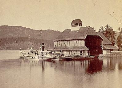 """Le Orford, yacht de Sir Hugh Allan sur le lac Memphrémagog (v. 1875) / Sir Hugh Allan's yacht """"Orford"""" on Lake Memphremagog  (c.1875)"""