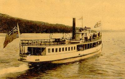 L'Anthemis, bateau à vapeur sur le lac Memphrémagog (v. 1915) / The Anthemis, a steamboat on Lake Memphremagog (c.1915)