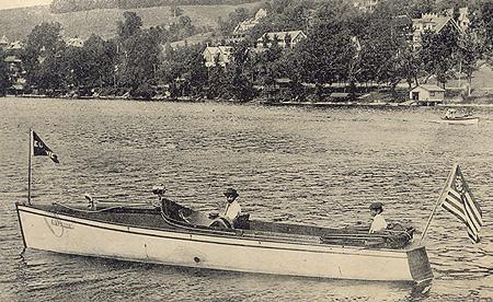 La Eugénie sur le lac Massawippi, North Hatley (1910) The Eugenie on Lake Massawippi, North Hatley (1910)