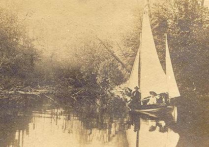 Sur la rivière Victoria - lac Mégantic (v. 1900) / On Victoria River, Lake Megantic (c.1900)