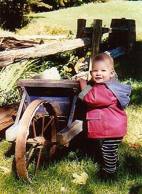 Bébé deviendra fort / Baby and wheelbarrow