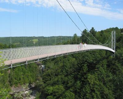 Le plus long pont pédestre  suspendu au monde / World's longest suspended pedestrian bridge