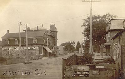 Vue du pont, v. 1910 / View of the bridge, c.1910